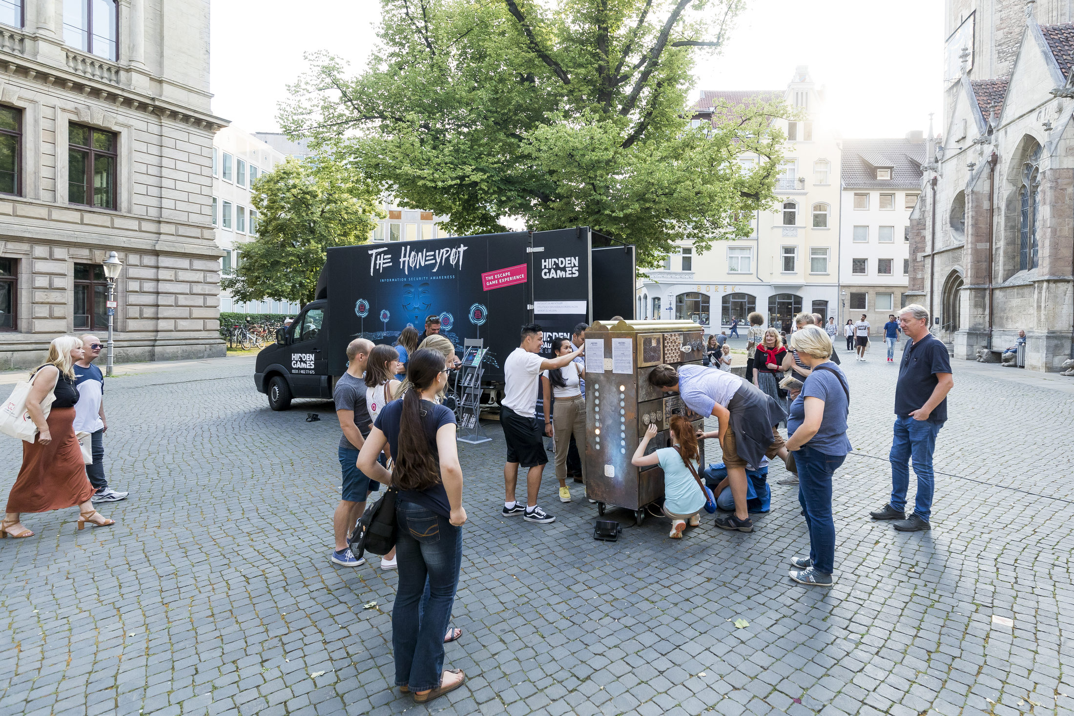 Escape-Game- Truck ›The Honeypot‹ vom Hidden in Braunschweig